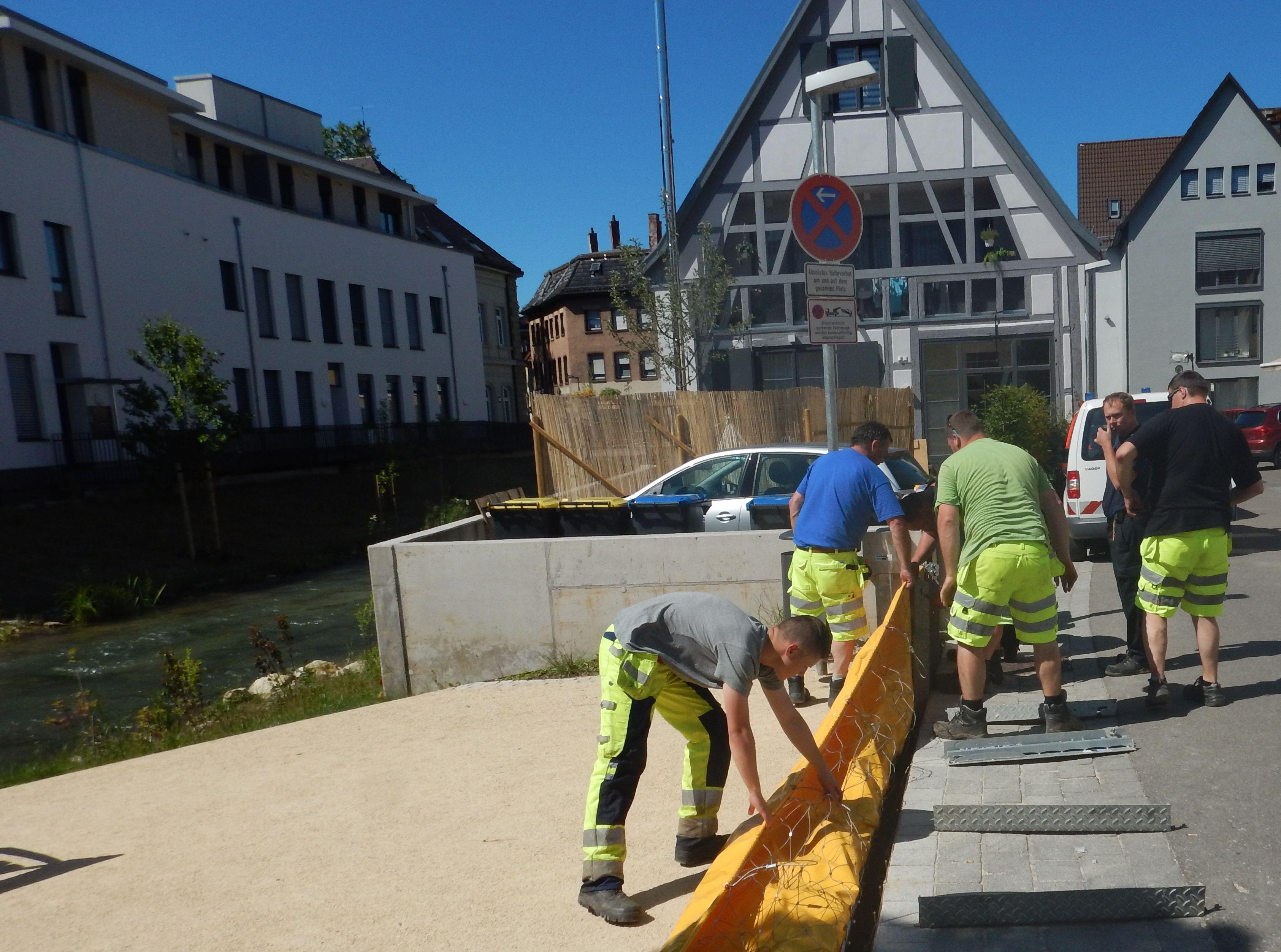 Schulung an dem Hochwasserschutzsystem, AquaWand