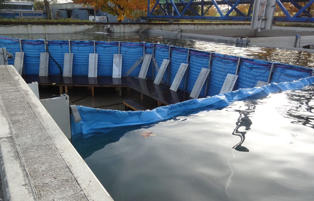 aquaburg-aquawand120-angestaut-im-einsatz