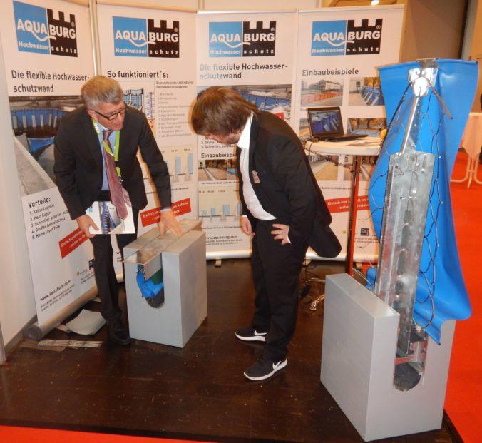 AQUABURG mit dem mobilen Hochwasserschutzsystem AquaWand