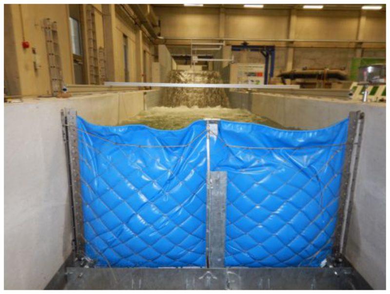Die AquaWand in der Testanlage der RWTH Achen bei vollem Wasser-Anstau