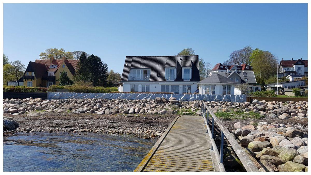 Die AquaWand aufgebaut an der Küste, Ansicht von der Wasserseite