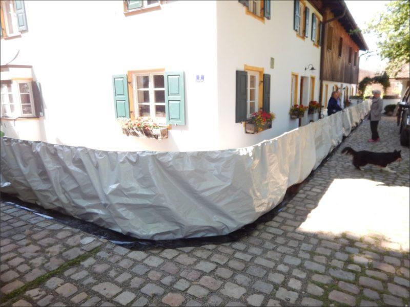 Die AquaWand aufgebaut an einem denkmalgeschütztem Haus